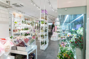 In Seoul there are experienced florists who personally prepare and design each luxury flower arrangement.